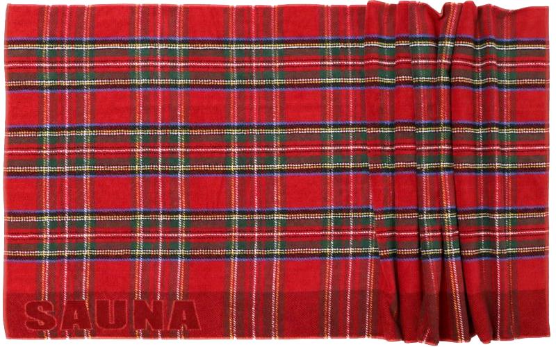 schottischer Humor: das karierte Handtuch als Kilt in der Sauna