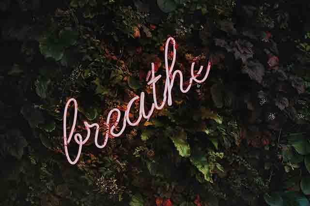 Atme tief durch, immer wieder und lass die Entspannung dich durchfluten