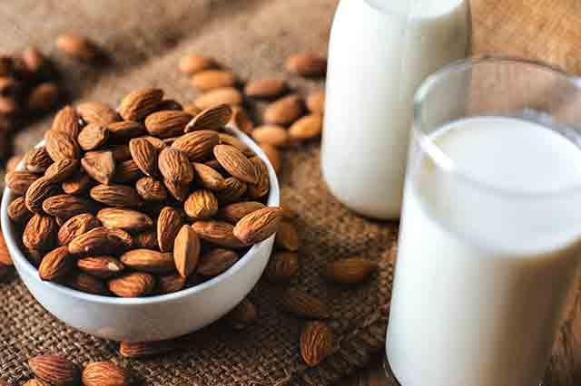 Mandeln, Bananen und Milch fördern die Entspannung