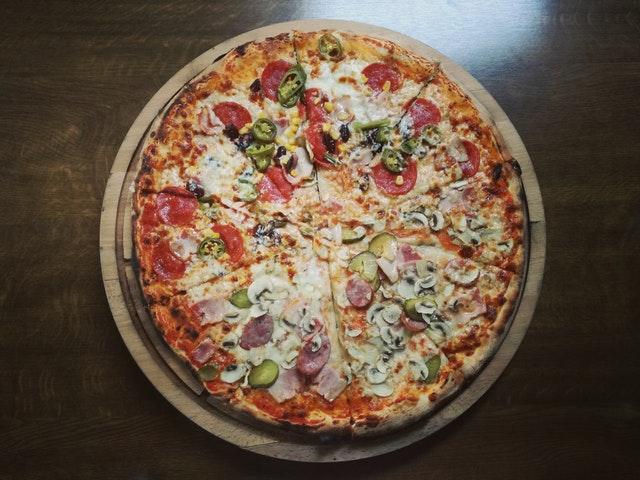 lecker Pizza mit extra Käse (Quelle: pexels.com/@beqa-tefnadze-264627)